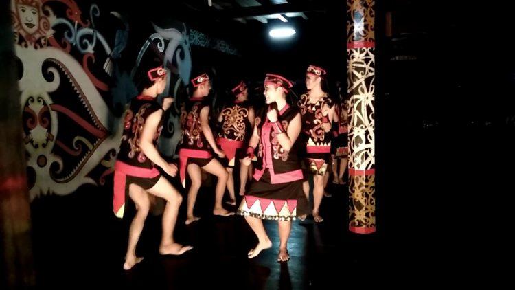 Tari Adat Kalimantan Barat