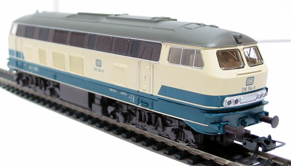 hattons.co.uk - Piko 57505 Class BR 218 194-9 of the DB in cream & blue livery