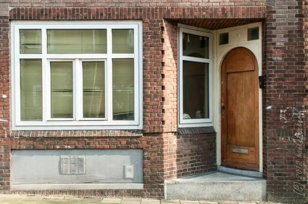 construire une entrée comme ça fait gagner d'éspace. Vogelbuurt.