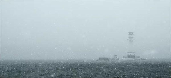 le phare de Friedrichsort dans une tempête de neige