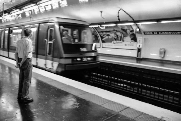 le train arrive Pte de Clignancourt, 19e