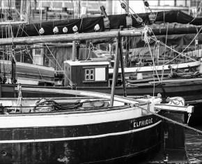 des voiliers au port-musée à Övelgönne