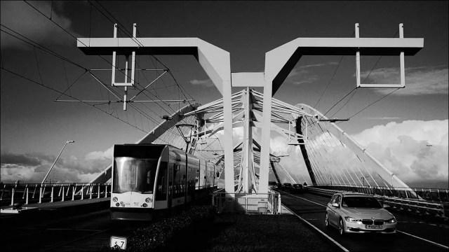 le pont Enneüs Heerma accueille un trafic varié