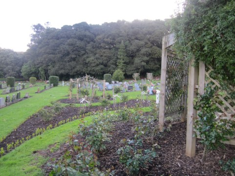 Maunu Cemetery 05
