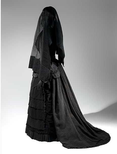 Death Masks The Woman in Black: Victorian widow's weeds, c. 1907. http://fashionmuseum.fitnyc.edu