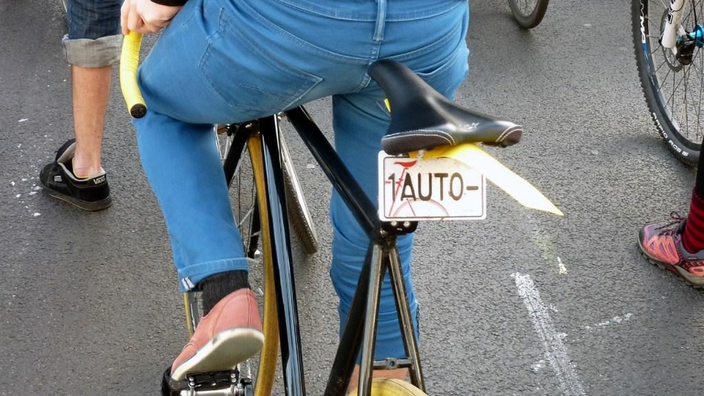 Critical Mass - Ein Fahrrad, ein Auto
