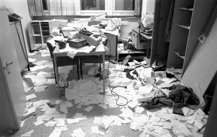 Verwüstete Büros der StaSi Zentrale