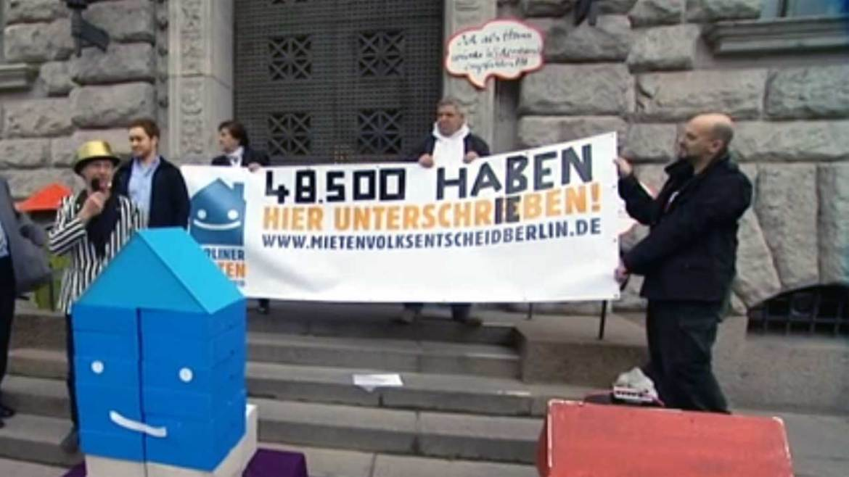 Unterschriftensammlung zum Berliner Mietenvolksentscheidleibt.