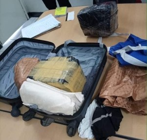 Dubai-bound Nigerian man arrested with N454million cash 1