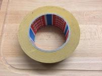 schritt-2-doppelseitiges-klebeband
