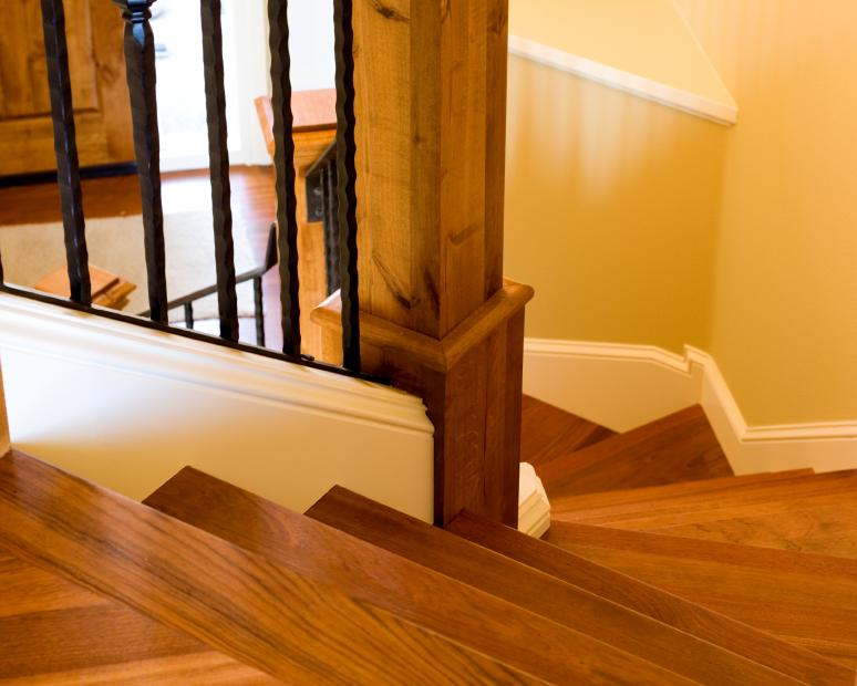 Beschichtung von Holztreppen » Materialien & Eigenschaften