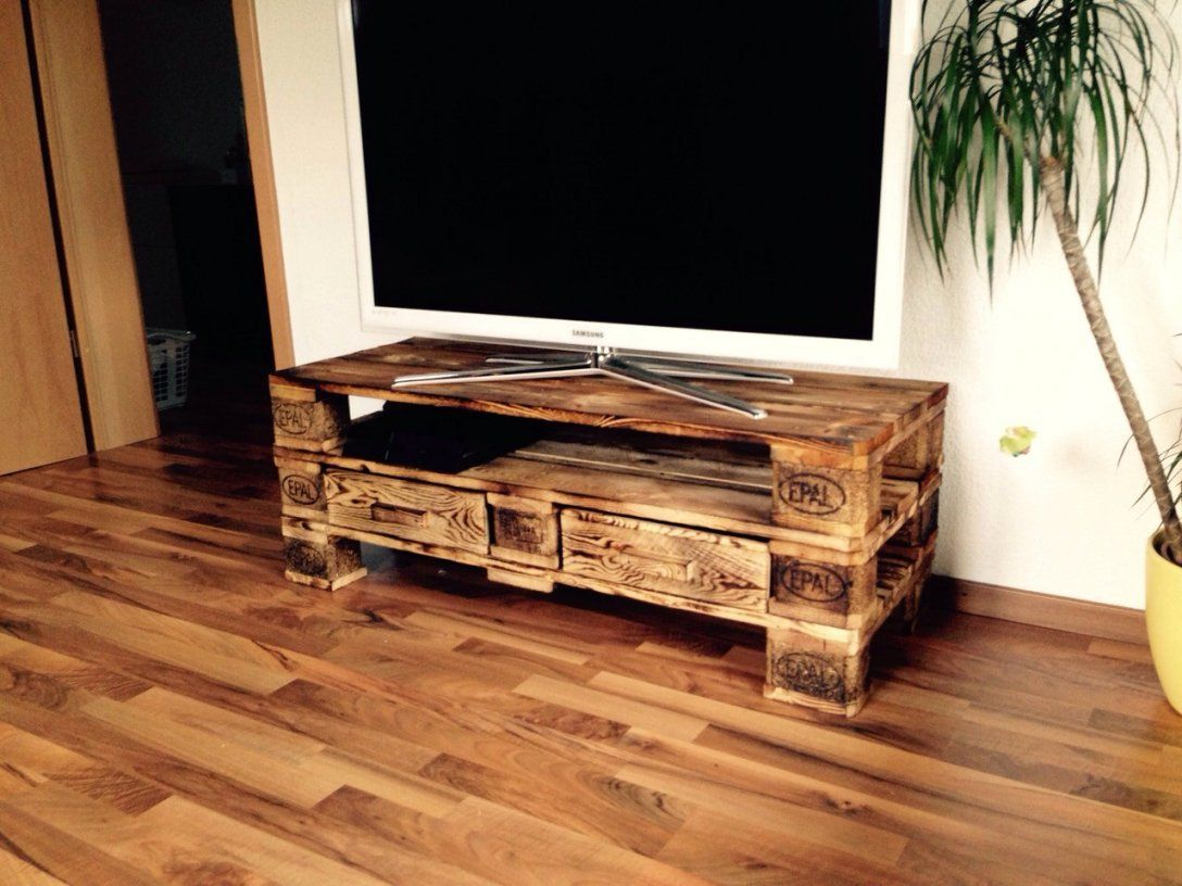 schrank aus paletten das sind erfreulich goldfund. Black Bedroom Furniture Sets. Home Design Ideas