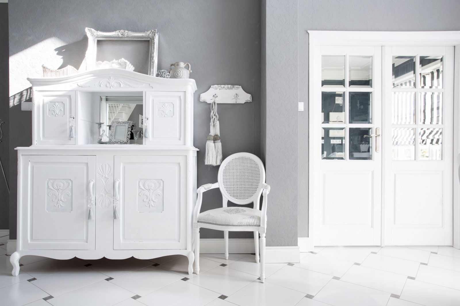 dunkle m bel stilvolle dunkle m bel wei streichen. Black Bedroom Furniture Sets. Home Design Ideas