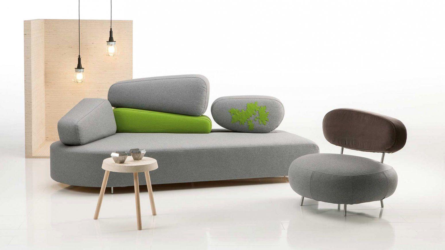 Kleines Gemutliches Sofa Auffallig 2er Sofa Mit Schlaffunktion