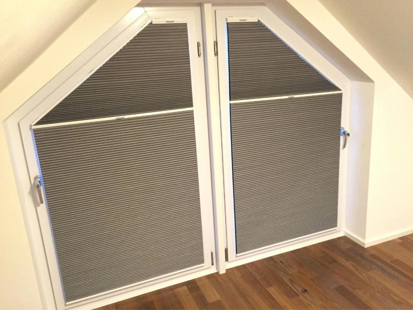 Rollos Fr Dreiecksfenster Innen  Haus Design Ideen