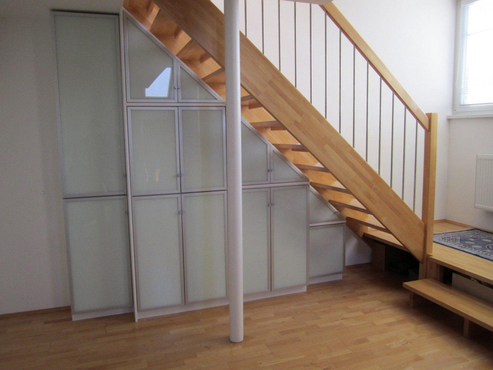 schrank unter offener treppe