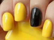 beautiful black and yellow nail