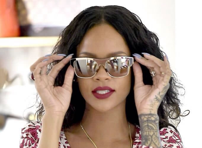 Rihanna wearing Louis Vuitton Bruce z0660 sunglasses