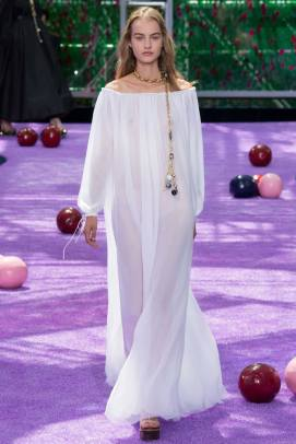 Dior Fall 2015 couture off-the-shoulder white dress as seen on Rihanna
