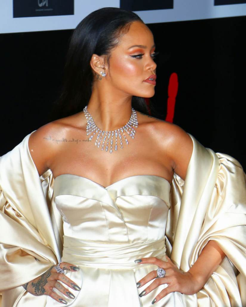 rihanna diamond ball dior dress cartier diamond platinum necklace