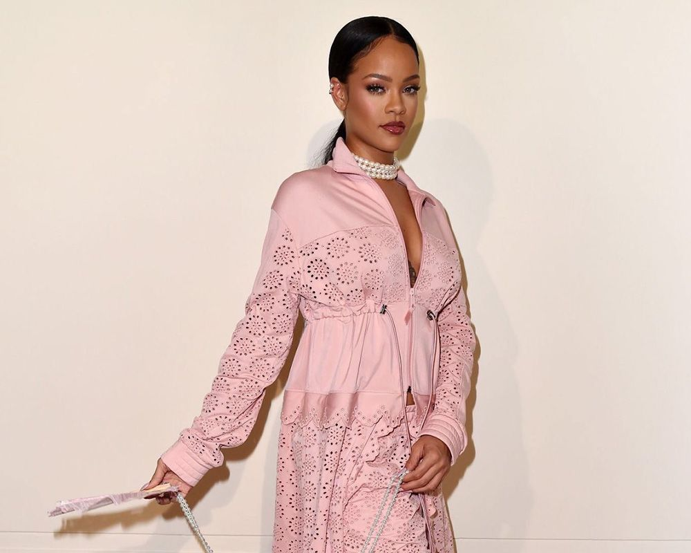 b95c02edacfb The singer proclaims that this collection is more reflective of her own  personal style and I have to agree. Over the past year Rihanna has made  corsets seem ...