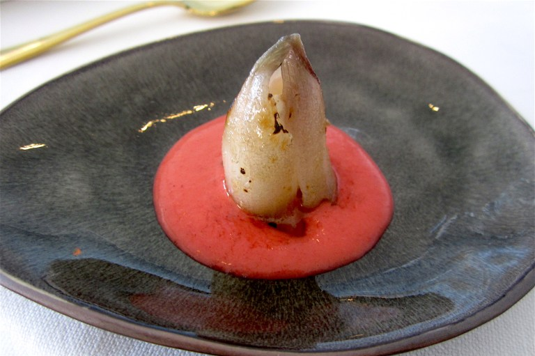 Red caramelised onion with goat robiola and strawberry sauce – Marco Cannizzaro, Km0 (Catania) ***