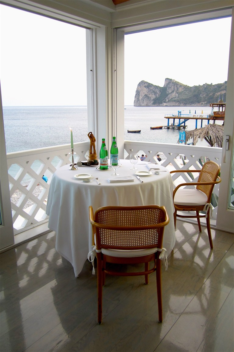 The fantastic view from the tables makes the dining which is strongly sea oriented even more memorable