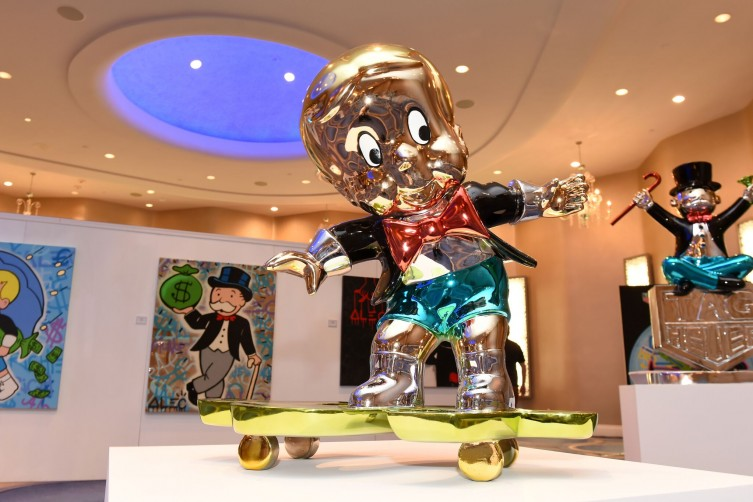 Marvelous! Inside VIP Cocktail Opening Of Alec Monopoly And David Yarrow Galleries At Fontainebleau