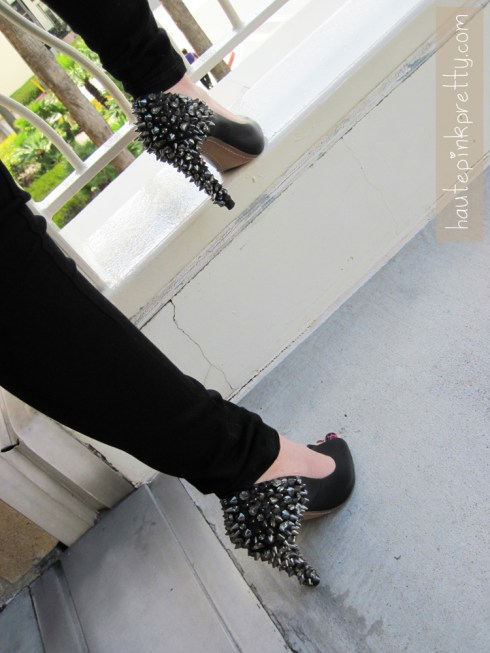 An Dyer in Forever 21 Black Jeggings, Hot Pink with Black Crackle Shatter Nail Polish, and Sam Edelman Lorissa Pumps in Black Leather