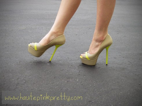 An Dyer wearing ShoeDazzle Privy