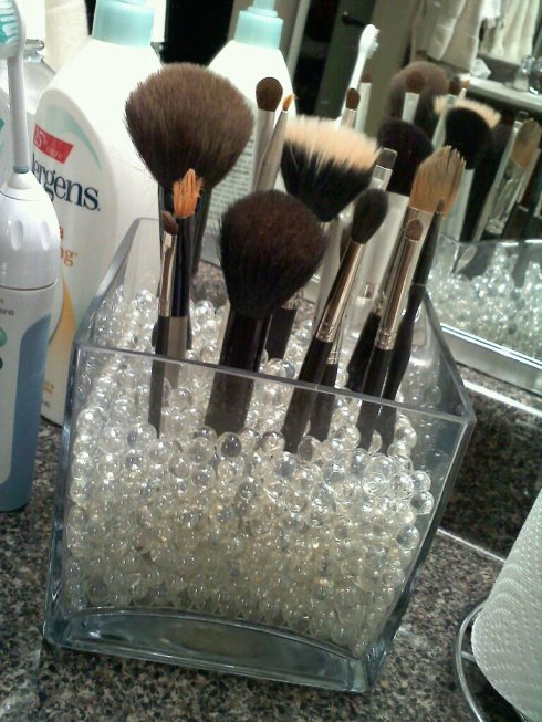 An Dyer DIY MakeUp Brush Display