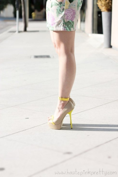 www.HautePinkPretty.com - An Dyer wearing H&M Floral Shift Dress and the Jomsy Ankle Bracelet in Yellow