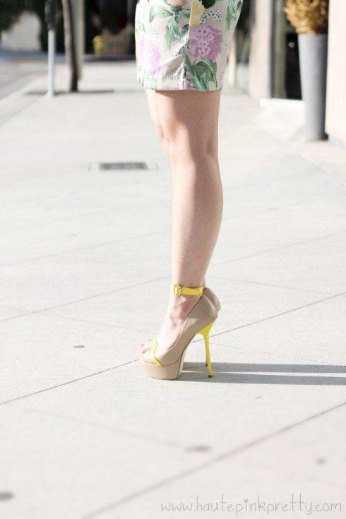 www.HautePinkPretty.com - An Dyer wearing H&M Floral Shift Dress and the Jomsy Ankle Bracelet in Yellow