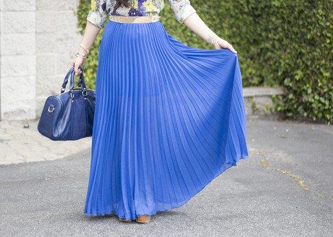 An Dyer wearing Bebe Pleated Maxi Skirt in Cobalt blue, Sole Society Kaylin Navy Bag, Zara Blue Floral Blouse, Asos Studded Plate Belt