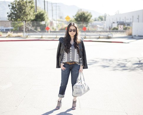 An Dyer wearing Fidelity Denim Girlfriend Jeans in River Blue, ShoeMint Jordane Mushroom, Frederick's of Hollywood Grey Satchel, Vaunt Snake Print Aviators, Violet Fly Delicate Thin Gold Rings, DKNY Leathe