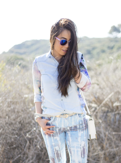 An Dyer wearing BleuLab Drip Tie Dye Ocean, Sole Society Elsie Bag in White, Glint & Gleam iridescent mirrored sunglasses & Belt Zara Denim Tropical Combined Shirt