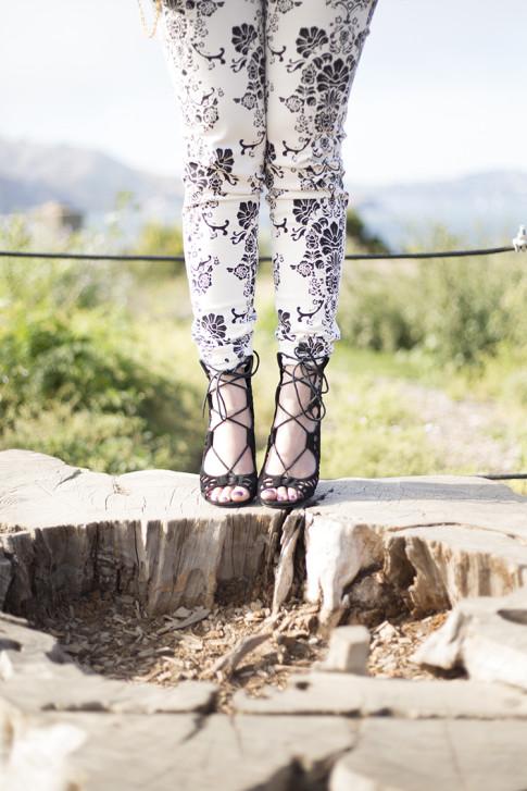 An Dyer wearing Fidelity Denim White Floral Jeans, ShoeMint Romy Black,  Fort Point, San Francisco