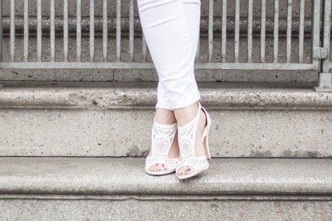 An Dyer wearing True Religion Brooklyn Flap Pocket White Skinny Jeans, ShoeDazzle McKinley