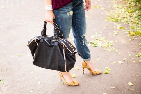 An Dyer wearing Rich & Skinny The Boy & Girl Jeans, Urban Expressions Handbags 'Janae' Faux Leather Satchel Black, Sole Society Fergie
