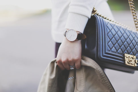 An Dyer wearing Chanel Boy Bag & Daniel Wellington Watch