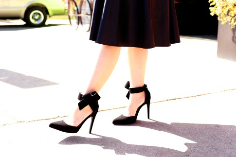 An Dyer wearing Quipid Black Bow Pumps