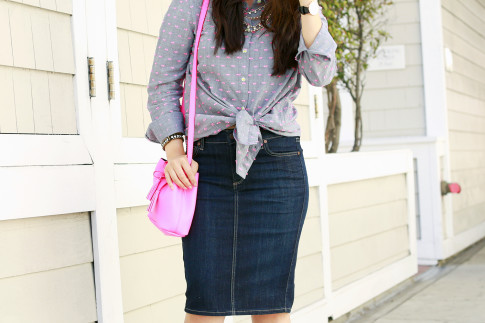 An Dyer wearing Splendid Shoreside Dot Shirt, CJ By Cookie Johnson Denim Skirt, Schaffer LA Pink Mini Bucket Bag
