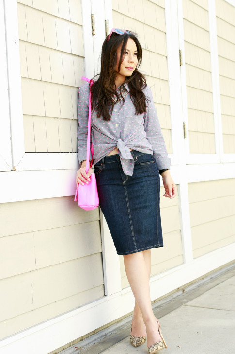 An Dyer wearing Splendid Shoreside Dot Shirt, CJ By Cookie Johnson Denim Skirt, Schaffer LA Pink Mini Bucket Bag with ShoeDazzle Pumps