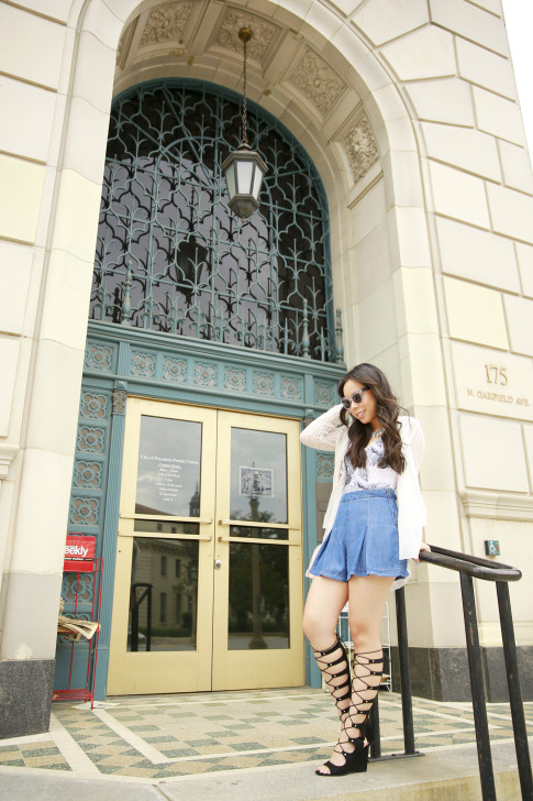 An Dyer wearing Forever 21 Pleated Denim Shorts, Shoedazzle Gladiator Wedge Sandals