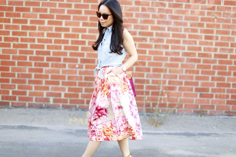 An Dyer wearing f21 Sleeveless Denim Tie Knot Top with ChicWish Pink Ombre Floral Midi Skirt