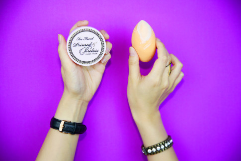 An Dyer baking with Too Faced Primed & Poreless Real Techniques Beauty Blender