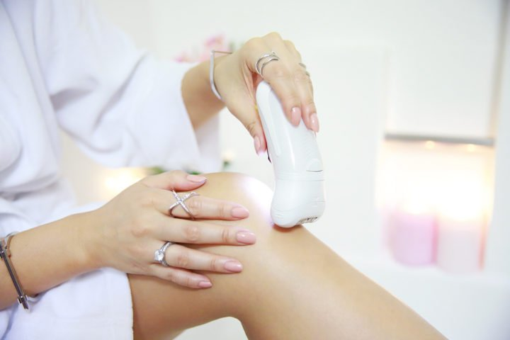 an-dyer-detail-shot-braun-silk-epil-9-epilator-on-legs