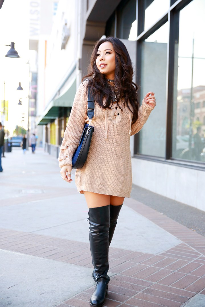 an-dyer-wearing-chicwish-chunky-sweater-dress-with-flat-over-the-knee-boots-la-canadienne