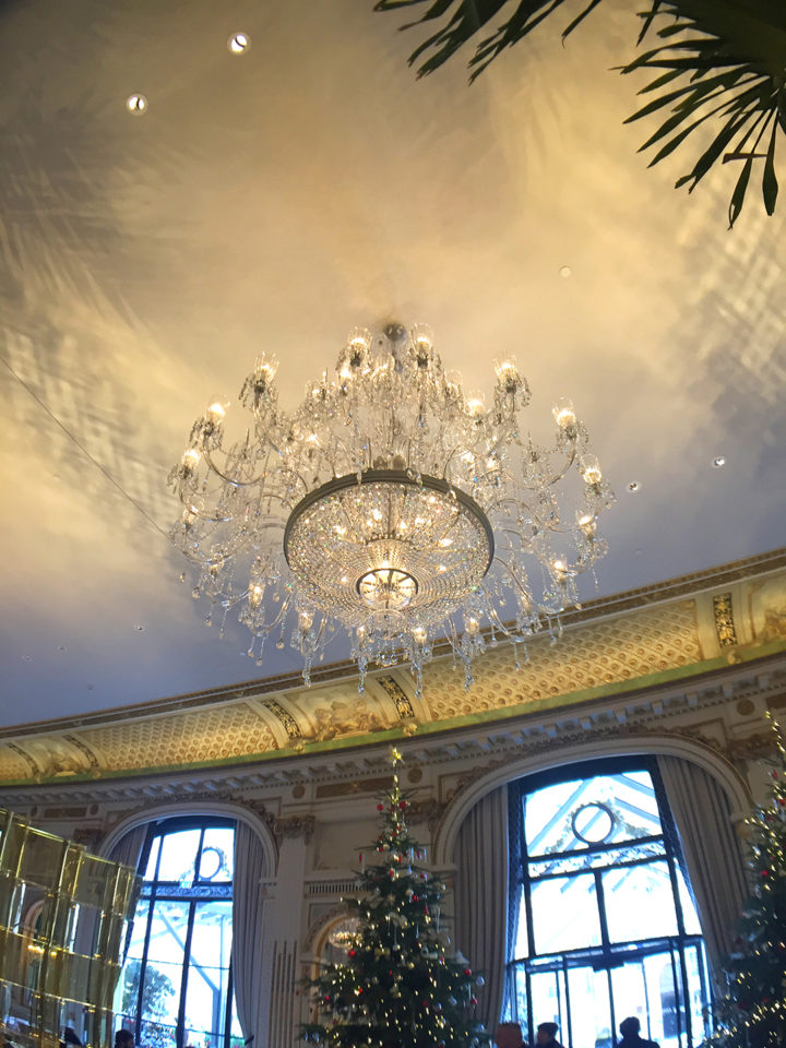 peninsula-paris-chandeliers-and-ceiling