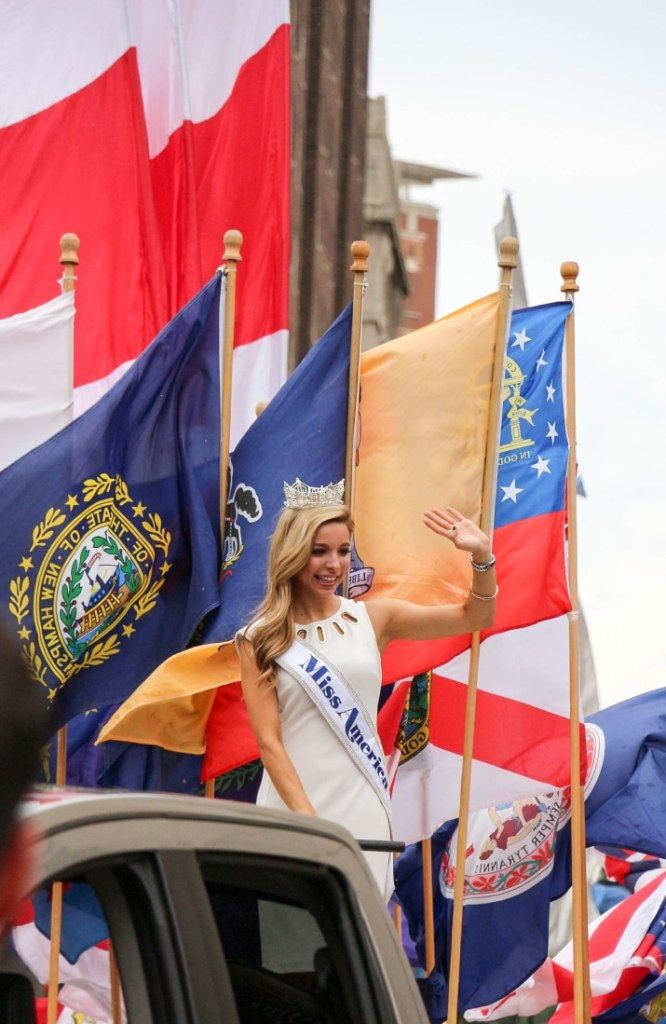 Miss America 2015 in the 4th of July parade